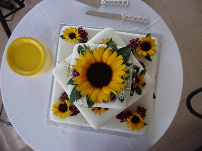A beautiful sunflower cake made by the Country Bakery in Armstrong, BC.